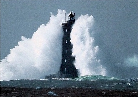 Photos a vos ordres - Page 4 Phare-tempete-2-gd